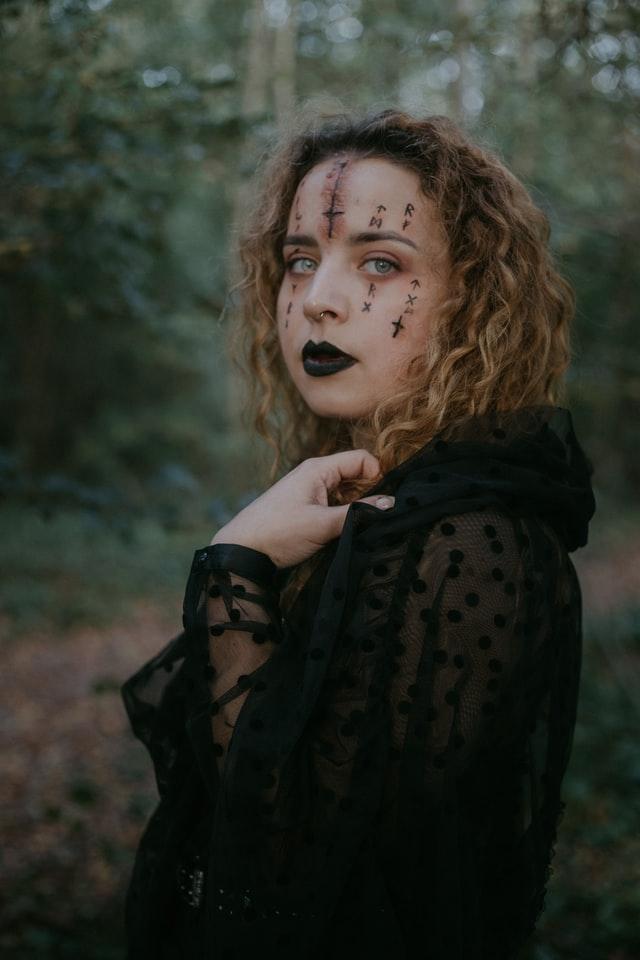 Se maquiller en sorcière pour Halloween